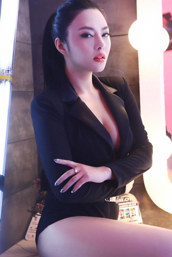 李颖芝《装女郎》图片 美女贴图